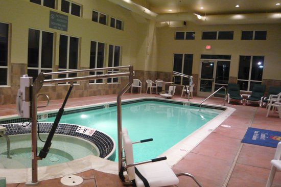 Comfort Inn & Suites Creswell: Pool and hot tub