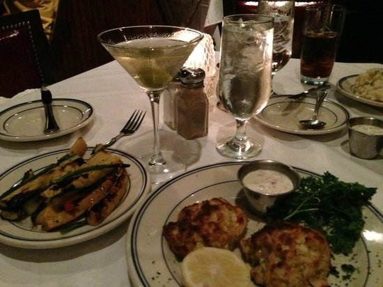 Wharf Restaurant : Martini, grilled veggies, crab cakes.