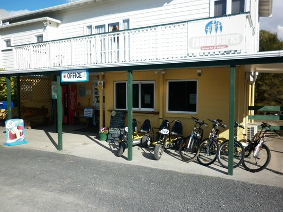 Miranda Holiday Park : Check in, Reception, Shop and Office.