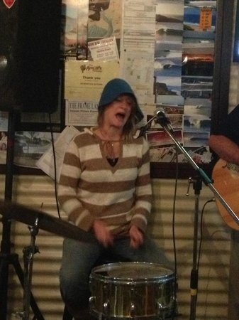 Marion Bay Tavern: My friend doing her best, you go girlfriend