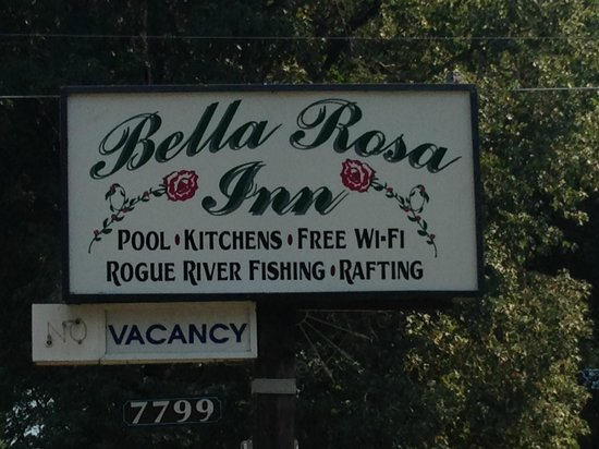 Bella Rosa Inn: The Sign out front.