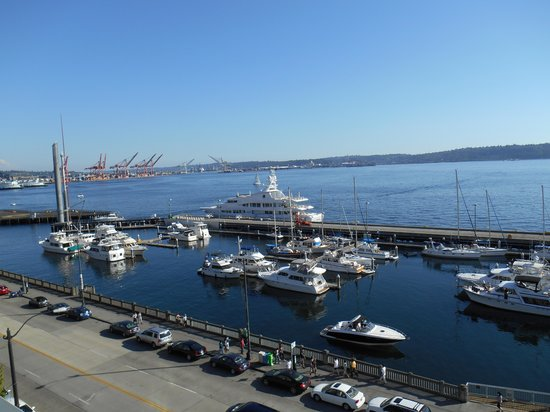 Seattle Marriott Waterfront: view from our room on the 7th floor