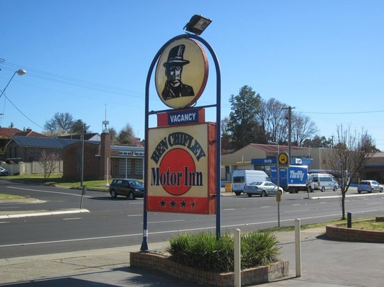 Ben Chifley Motor Inn: The sign says it all