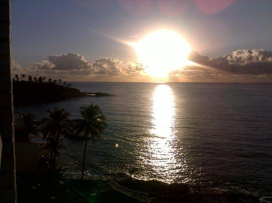 Mercure Salvador Rio Vermelho: Nascer do sol visto da janela do apartamento