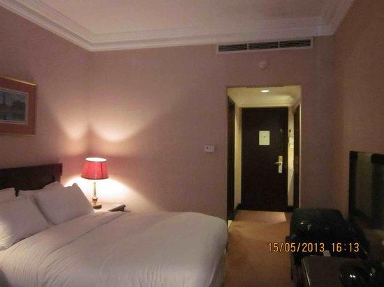 Pullman Al Hamra Hotel : The room