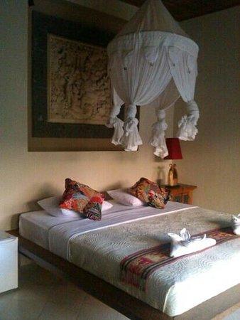 Abian Ayu Villa: chambre