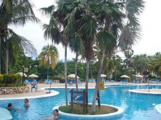 Hesperia Playa El Agua: piscina principal
