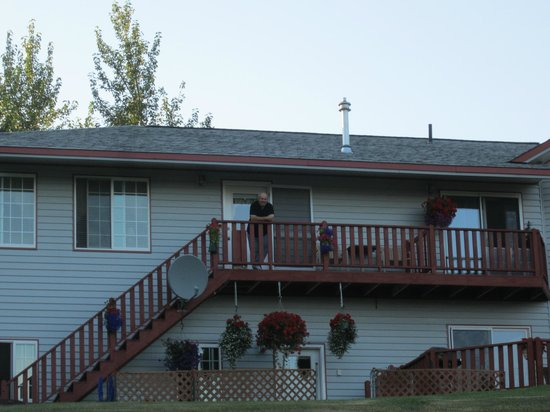 Alaska's Harvest B&B: Our balcony