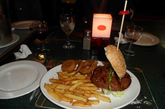 Selati Station Grillhouse: plain burger