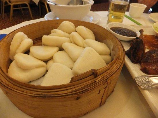 Asian Pearl Restaurant: Steamed dumplings to be eaten with Peking Roast Duck