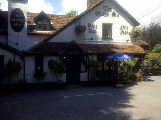 The Queen Inn: exterior