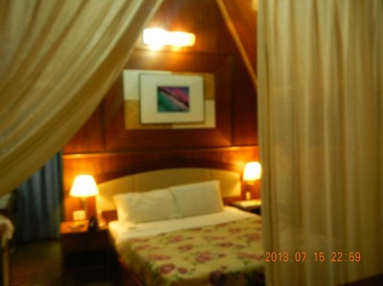 Coral View Island Resort: The room is still acceptable, but
