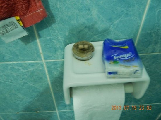 Coral View Island Resort: Look at the cork used in the sink