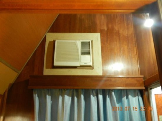Coral View Island Resort: the extremly noise air-conditioner