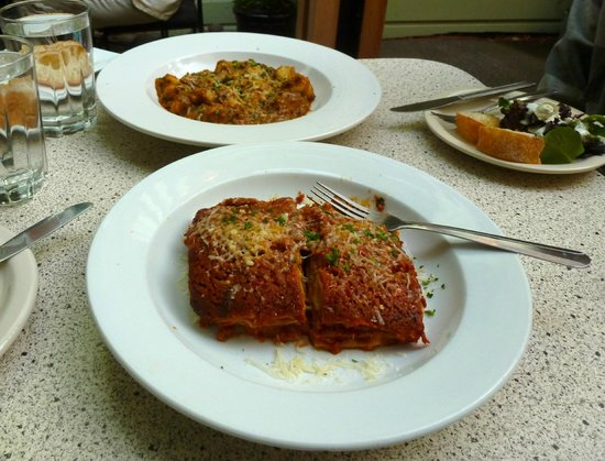 Noli: Lasagna with bolognese