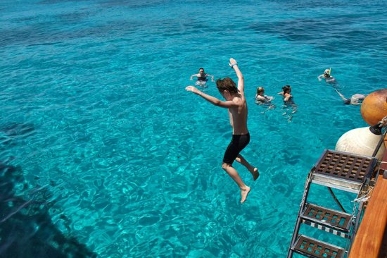 Captain Morgan Cruises: Leaping in to the water from the boat at Comino