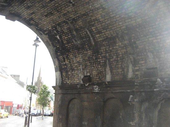 Ferryquay Gate: Under the gate
