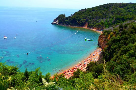 Hotel Vile Oliva: Пляж недалеко от г. Бечичи