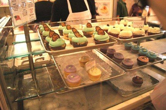 Magnolia Bakery : カラフルなケーキ