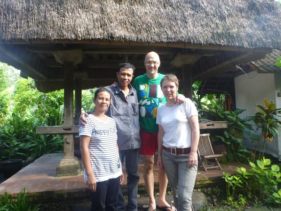 Bali Homestay Cepaka: Group photo with Ayu and Made