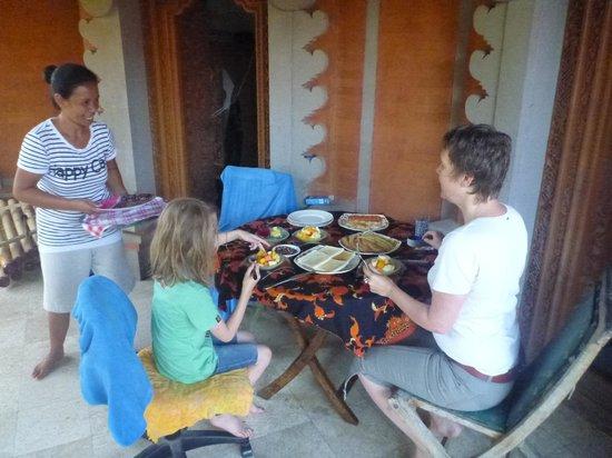 Bali Homestay Cepaka : Breakfast