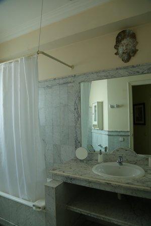 Barcino 147: Private bathroom