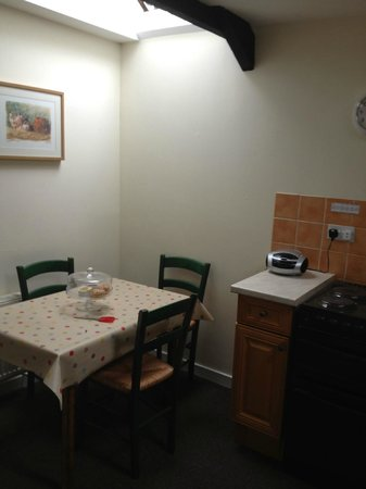 Bradley Burn Cottages: Well equipped kitchen with seating for 4
