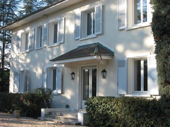 La Maison de Roussille: façade de la maison  d hote