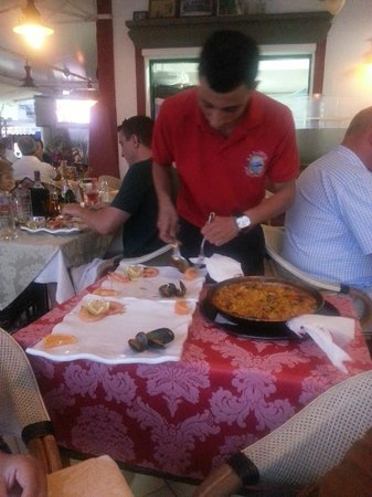 La Lonja: Paella served at your table