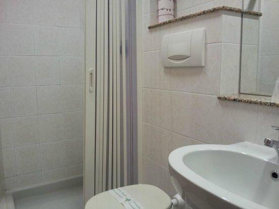 Hotel Adria : Doccia