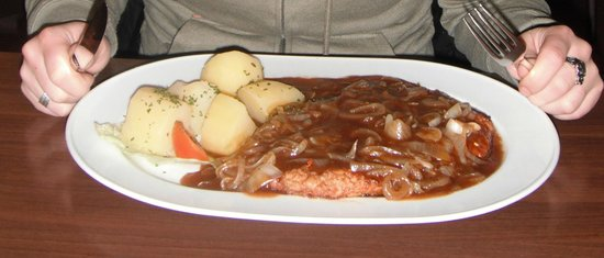 Restaurant Louis: Schnitzel with onions and sauce