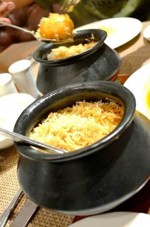 Oh! Calcutta : steaming briyanis in pots