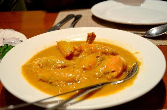 Oh! Calcutta : big headed, skinned prawn in gravy