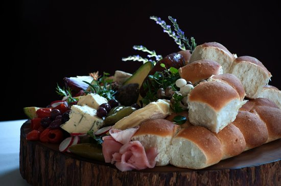 Zest Restaurant: Freshly baked bread rolls with a delectable cheese platter.