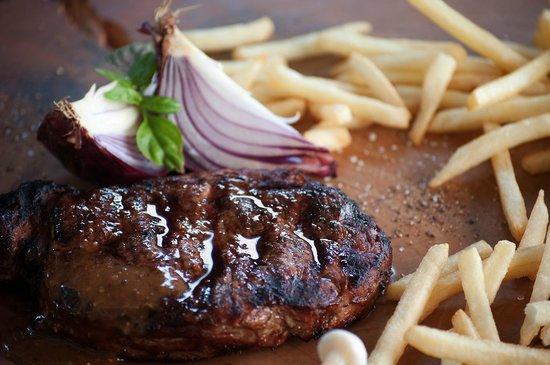 Zest Restaurant: Perfect grilled steak.