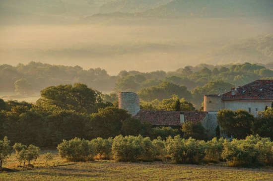 La Colombiere du Chateau : Early morning mist on Chateau