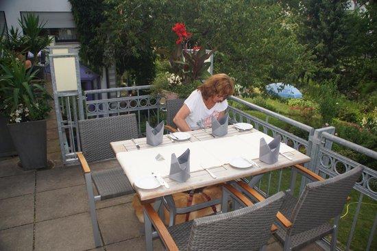 Hotel-Restaurant Felsentor: Aussenansicht Terrasse