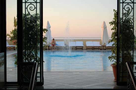 The Arkin Colony Hotel : The pool in the evening