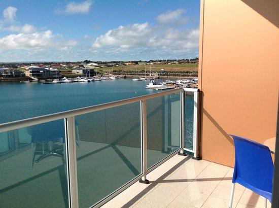 Wallaroo Marina Apartments : View of the marina
