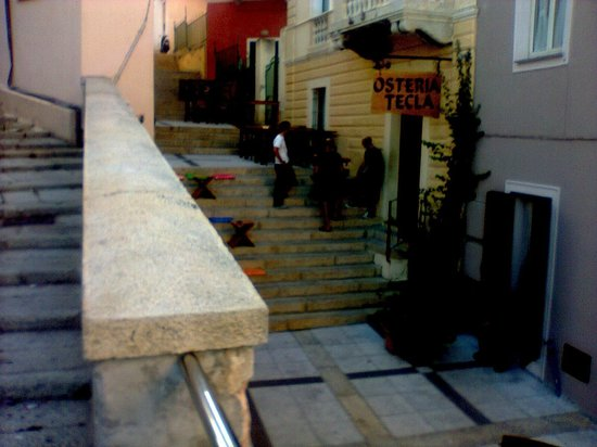 Calaluna Residence: scale da casa al centro