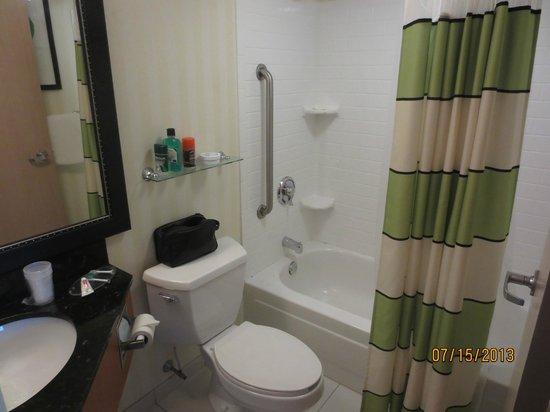 Fairfield Inn Portland Maine Mall: bathroo