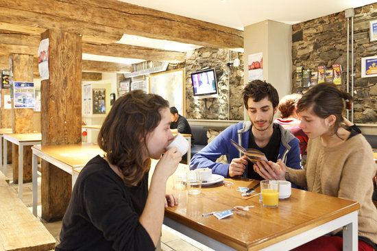 Isaacs Hostel: Reception  area
