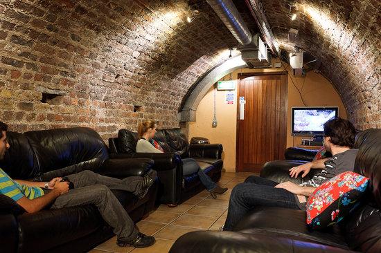 Isaacs Hostel: TV room