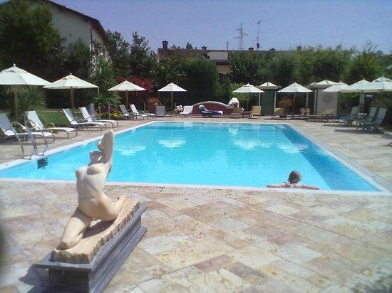 Vip's Motel : piscina