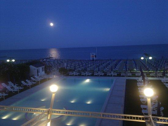 Hotel Le Soleil : Notte di luna piena