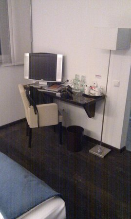 Hotel Helvetia: Habitación.