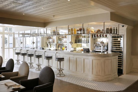 Christchurch Harbour Hotel & Spa: Upper Deck Bar