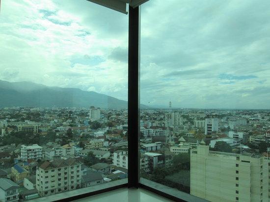 Le Meridien Chiang Mai: バスタブからの眺めです