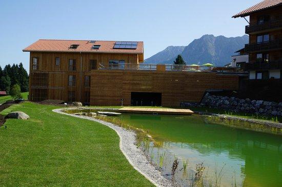 Großer Naturbadesee am Hotel Oberstdorf