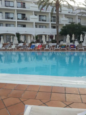 Sunprime Atlantic View: Pool at 8.30am